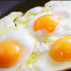 Традиционный рецепт яичницы-глазуньи