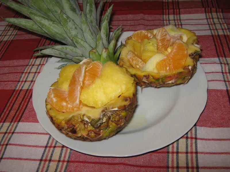 fruktovyiy-salat-v-ananase-IMG_1848