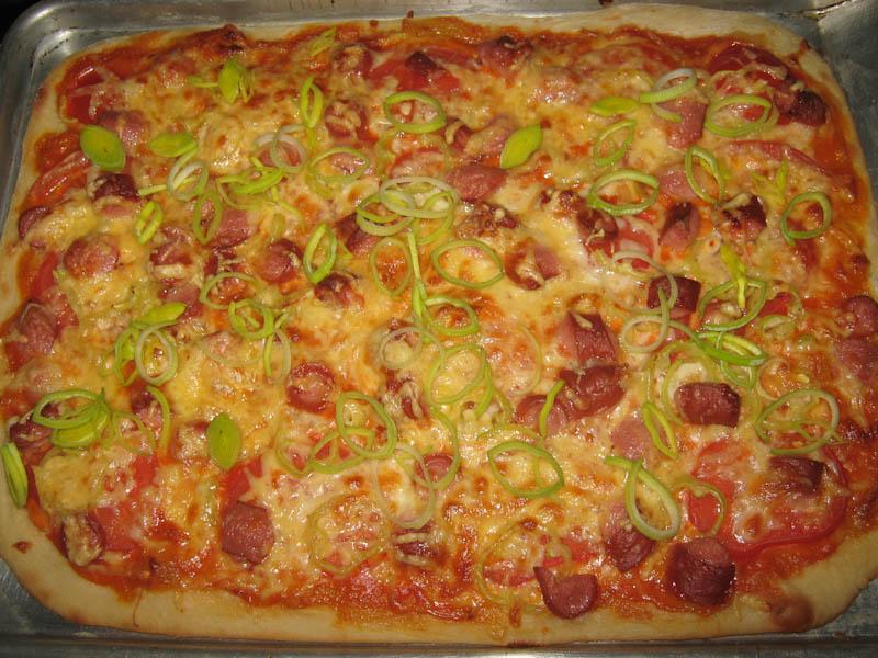 Вкусная пицца своими руками с колбасой 2