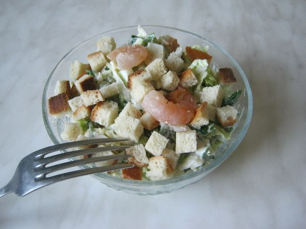 salat-iz-pekinskoy-kapustyi-s-suharikami-i-krevetkami-IMG_0895