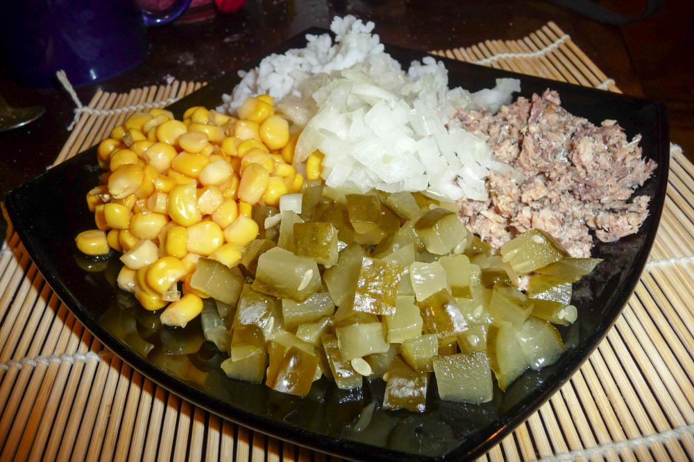 salat-s-konservirovannoy-ryiboy-P1070357