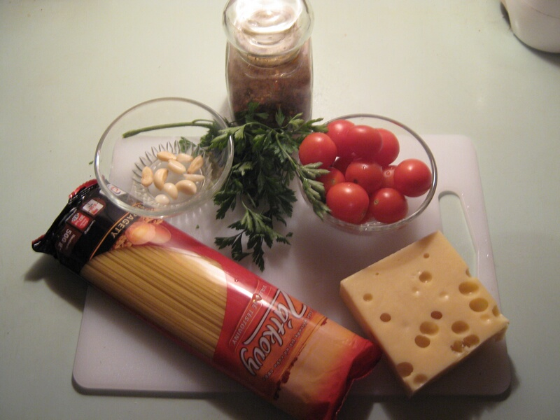 spagetti-s-pomidorami-cherri-i-syirom-IMG_1511