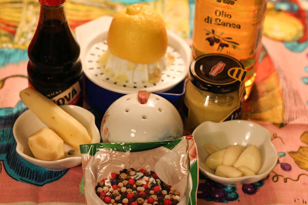 zapechenaya-svinina-s-pomidorami-i-syirom-01