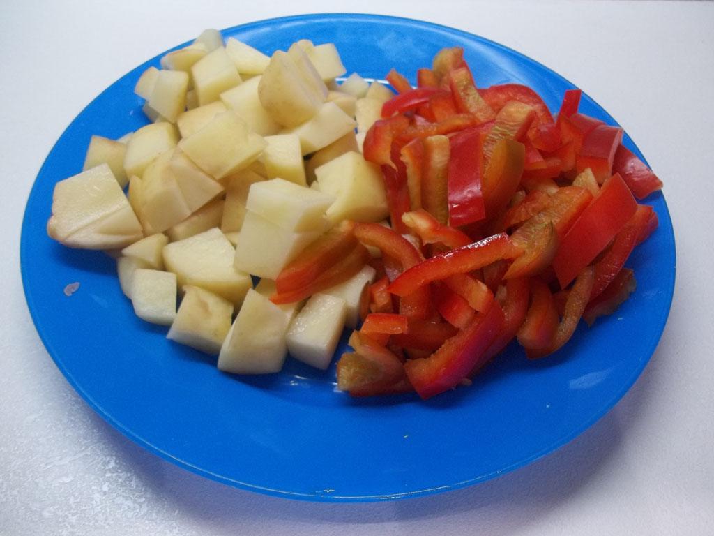 суп с фрикадельками с болгарским перцем и помидорами
