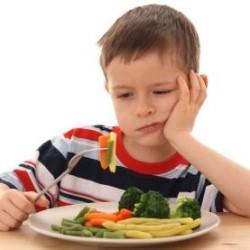 Как правильно кормить детей младшего возраста?