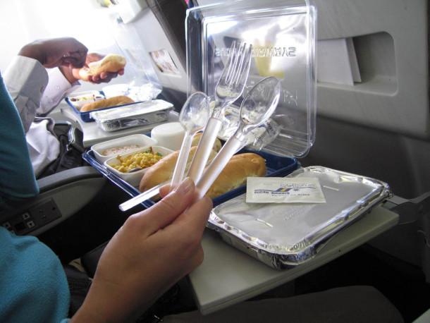 Пластиковая посуда в самолетах
