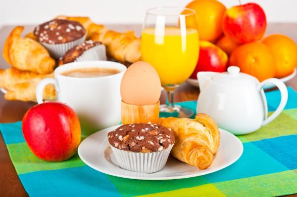 Как сервировать стол к завтраку