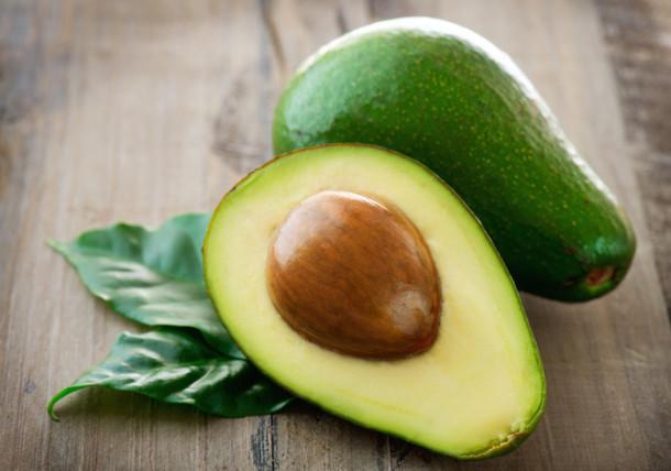 Авокадо в холодильнике нужно хранить в разрезанном виде