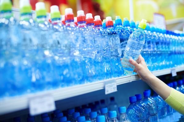 Минеральная вода хорошо утоляет жажду