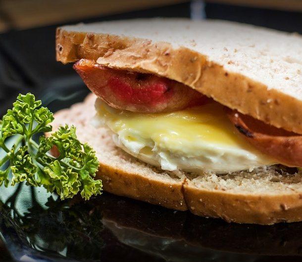 Бутерброды с яйцом готовить быстро и просто