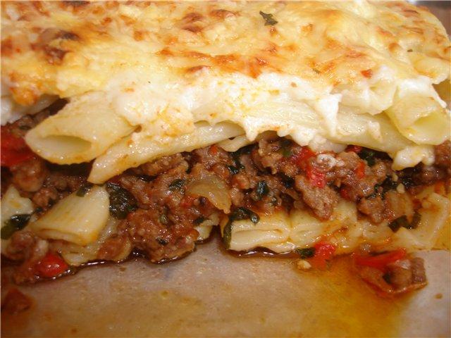 Запеканка из макарон и фаршем с сыром и