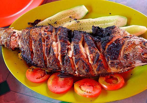 Как подавать жареную рыбу на стол