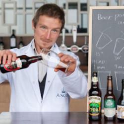Назван идеальный угол наливания пива
