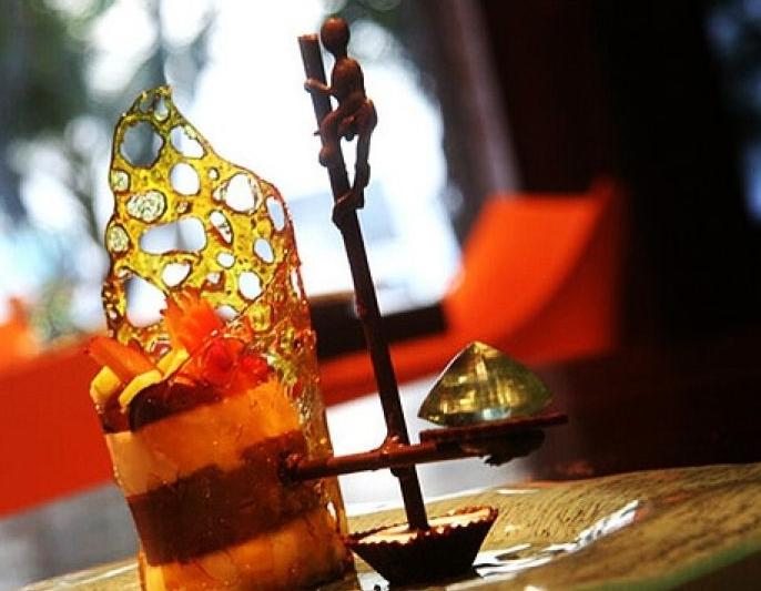 Самые дорогие десерты мира Десерт в виде рыбака на ходулях