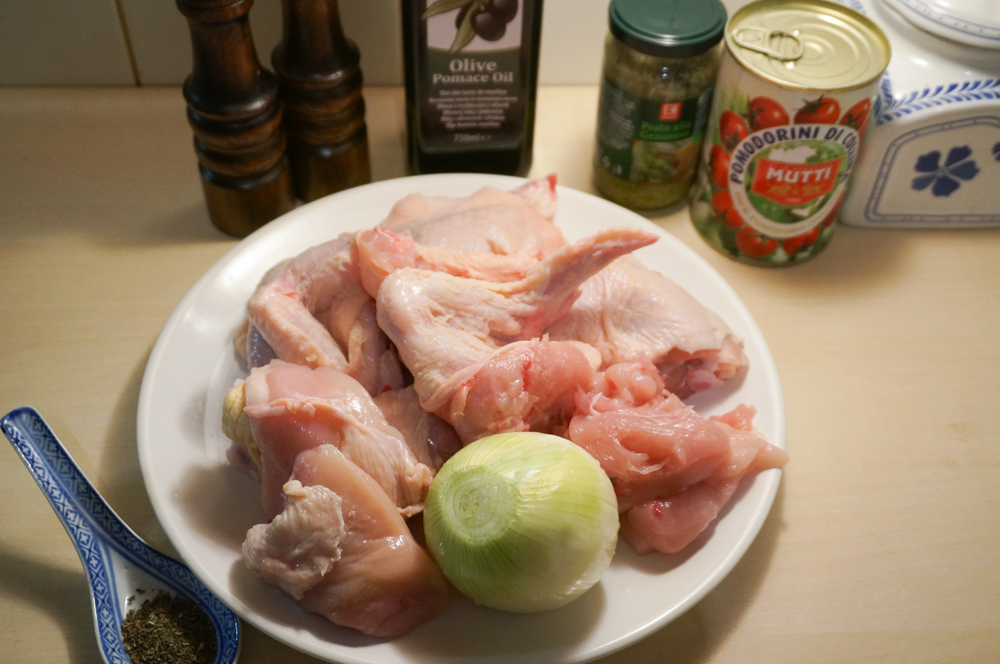 tushenaya-kuritsa-s-konservirovannyimi-tomatami-01