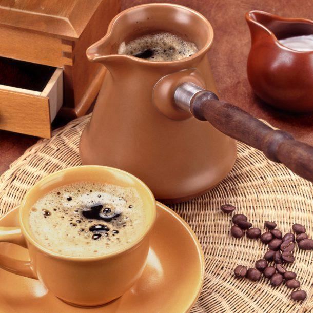 Джезва (турка) с ароматным кофе