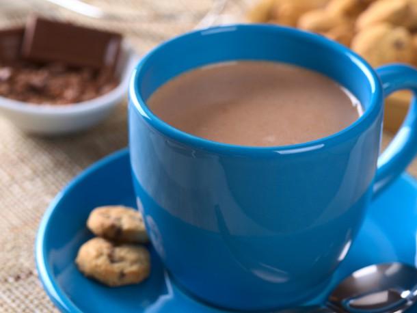 Горячий какао бодрит с утра