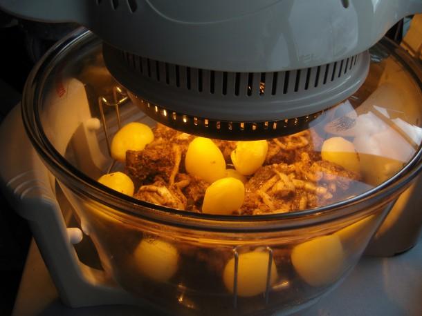 Процесс приготовления мяса в аэрогриле