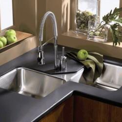 По каким критериям выбирать кухонную мойку?