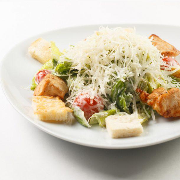 Простейший салат Цезарь с курицей