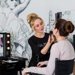 Прическа и макияж деловой женщины
