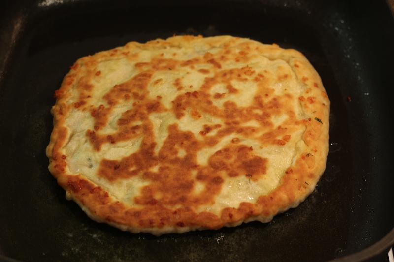Лепешки на кефире рецепт на сковороде с сыром и ветчиной